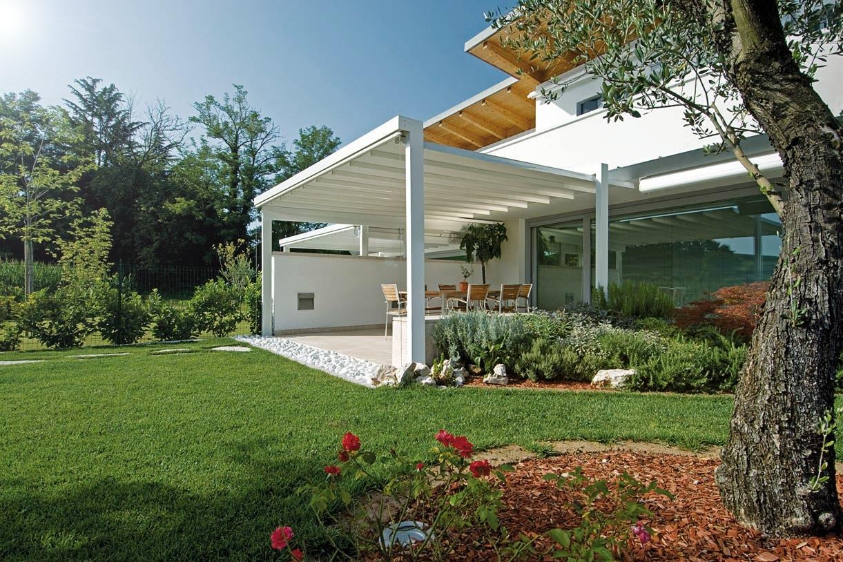 ein lamellendach als sonnenschutz f r ihre terrasse in berlin. Black Bedroom Furniture Sets. Home Design Ideas